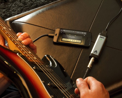 Recording Guitar with GarageBand and JAM 96k on an iPhone