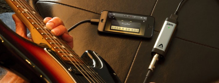 Recording Guitar with GarageBand and JAM 96k on an iPhone