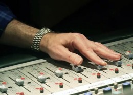 apogee-studio-clearmountain-hand-tn